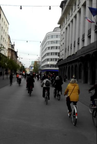 Protest z balkonov na kolesa